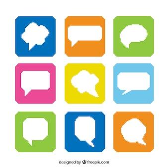 Colección de globos de diálogo en cuadrados de colores