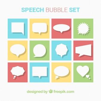Colección de globos de diálogo en diseño plano
