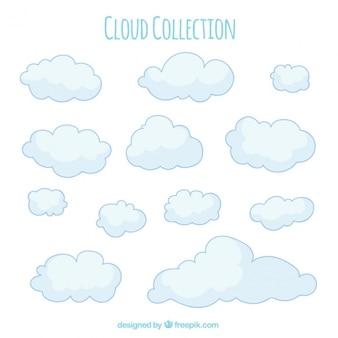 Colección de nubes dibujadas a mano en tonos suaves