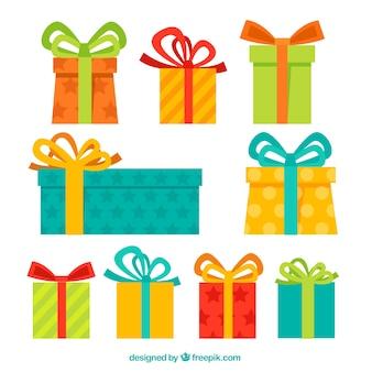 Colección de regalos coloridos en diseño plano