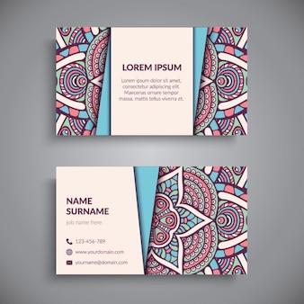Colorida tarjeta con un mandala