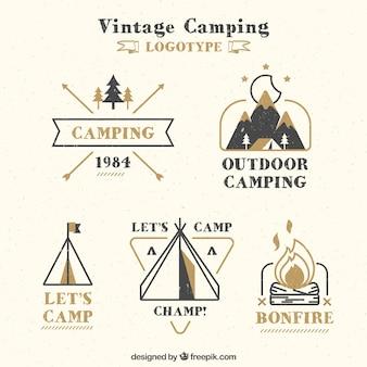 Dibujado a mano logotipo de campamento de la vendimia