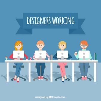 Diseñadores trabajando