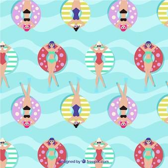 Divertido patrón de mujeres relajadas en el mar con flotadores