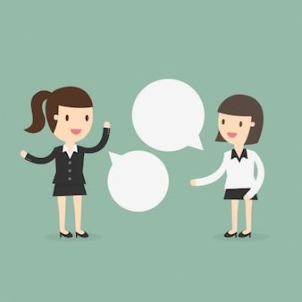 Dos mujeres de negocios hablando