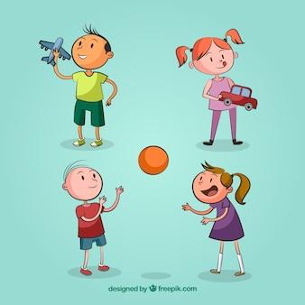 Dos niños y dos niñas jugando