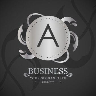 Elegante logotipo plateado con la letra a