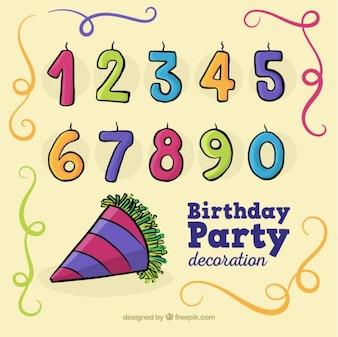 Elementos de cumpleaños dibujados a mano y velas con forma de números
