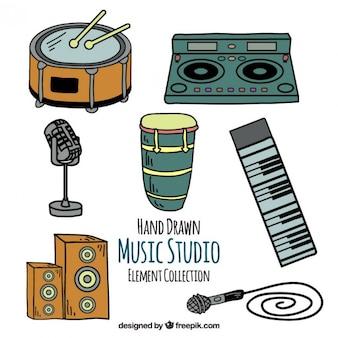 Equipamiento de estudio de música dibujado a mano