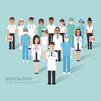 Equipo médico completo de personas