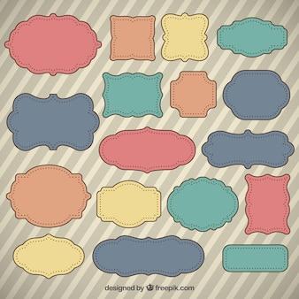 Etiquetas de colores dibujados a mano en estilo retro