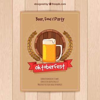 Folleto de fiesta de oktoberfest con cerveza dibujada a mano