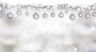 Fondo bokeh con bolas navideñas plateadas