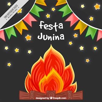 Fondo de fiesta junina dibujado a mano con banderines y fogata