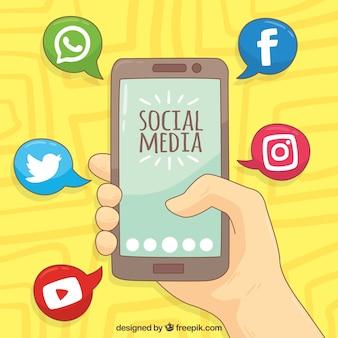 Fondo dibujado a mano con móvil e iconos de redes sociales