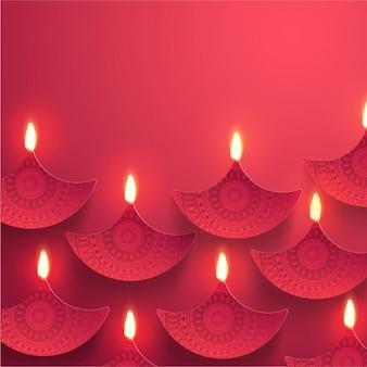 Fondo rojo con velas ornamentales