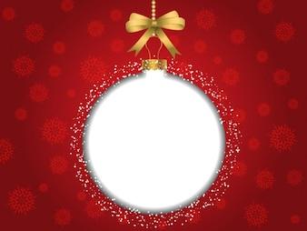 Fondo rojo de navidad con bola de árbol blanca