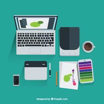 Herramientas de diseñador gráfico en vista superior