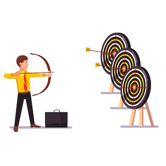 Hombre de negocios haciendo una práctica de objetivo de flecha de éxito