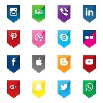 Iconos de social media en formas de flechas