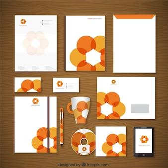 Identidad corporativa con flor naranja