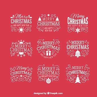 Insignias navideñas vintage en un fondo rojo
