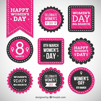 Insignias rosas de feliz día de la mujer