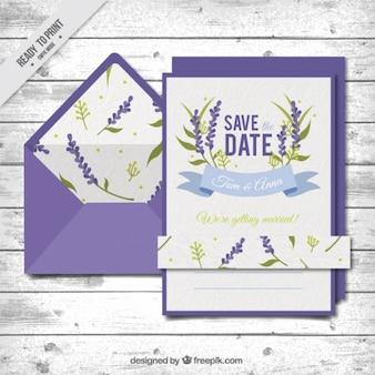 Invitación de boda con un sobre violeta