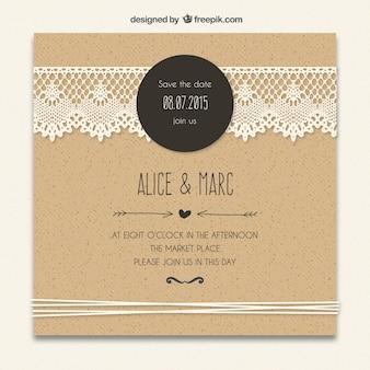Invitación de boda de cartón con decoración de encaje