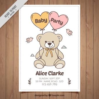 Invitación de fiesta del bebé dibujada a mano con oso de peluche y pájaros