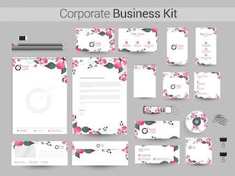 Kit de negocio corporativo con hermosas flores.