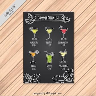 Lista de bebidas veraniegas en una pizarra