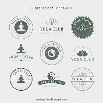 logotipos de yoga de la vendimia en el color verde