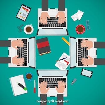 Los empresarios en la reunión de negocios