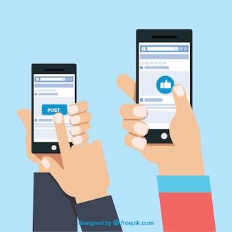 Manos con teléfonos móviles usando facebook