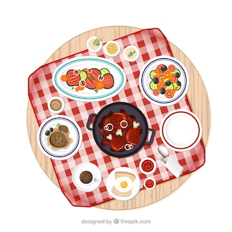 Mesa de picnic con la variedad de platos de comida