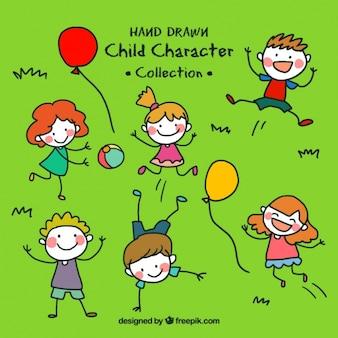 Niños dibujados a mano jugando en el césped