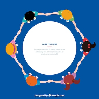 Niños planos formando un círculo