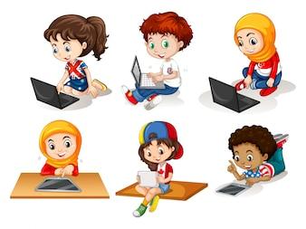 Niños que usan la computadora y la ilustración de la tableta