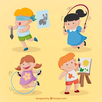 Niños adorables dibujados a mano haciendo actividades