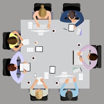 Oficina de los trabajadores la reunión de gestión de negocios y la lluvia de ideas en la mesa cuadrada en la vista superior ilustración vectorial