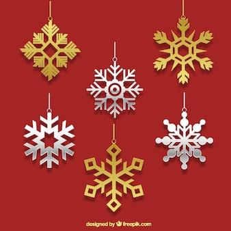 Ornamentos metálicos de copos de nieve