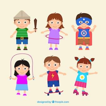 Pack colorido de seis niños felices jugando en diseño plano