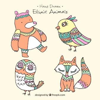 Pack de cuatro animales adorables étnicos dibujados a mano