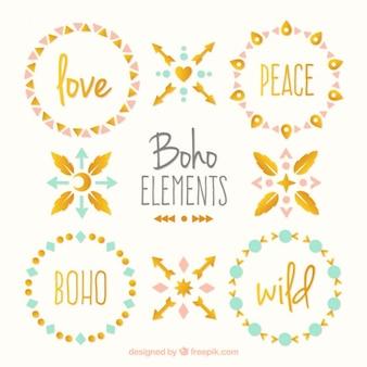 Pack de elementos boho bonitos con detalles dorados