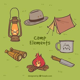 Pack de elementos de campamento dibujados a mano