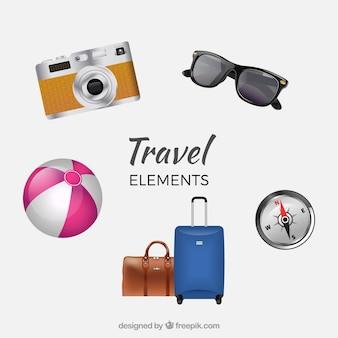 Pack de equipaje con gafas de sol y otros elementos de viaje
