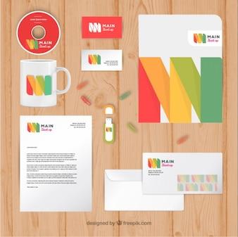 Papelería moderna de negocios en colores
