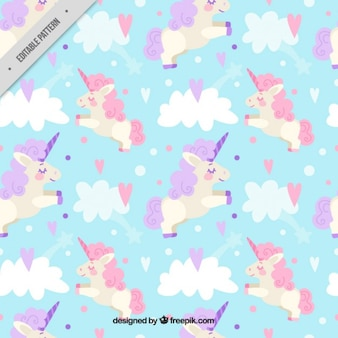 Patrón de bonito unicornio entre nubes