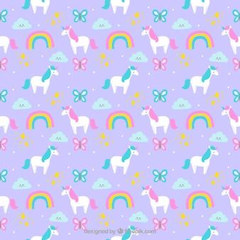Patrón de bonitos unicornios dibujados a mano con arcoiris y mariposas
